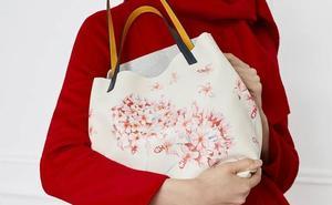 Carolina Herrera se inspira en las biznagas para su nueva colección de bolsos