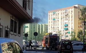 Bomberos actúan en un incendio en una vivienda okupada en Nueva Málaga
