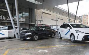 El goteo de VTC continúa en Málaga y ya hay una por cada 2,5 taxis