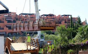 Estepona amplía la Senda Litoral con un puente en el entorno de la playa de El Ángel