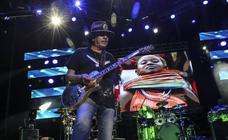 Santana transforma Fuengirola en una sucursal de Woodstock