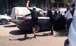 Dos detenidos por la agresión de unos taxistas a un vehículo VTC en Barcelona