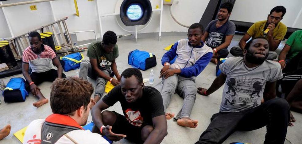 El 'Aquarius' vuelve a reclamar a la UE un puerto donde desembarcar a 141 rescatados