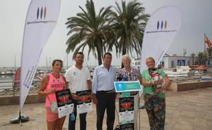 Velas en el Puerto Deportivo de Marbella para recordar a los animales sacrificados en las perreras