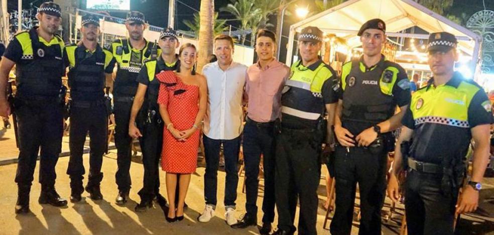Detenido un joven por empujar y dar una patada en los testículos a un policía local en la feria de El Morche