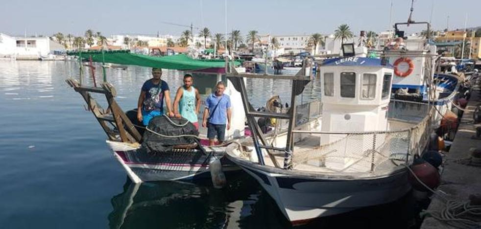 Los pescadores de Caleta de Vélez paran en protesta por las normas de repostaje