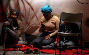 Alojan en un pabellón deportivo de El Palo a 150 migrantes subsaharianos