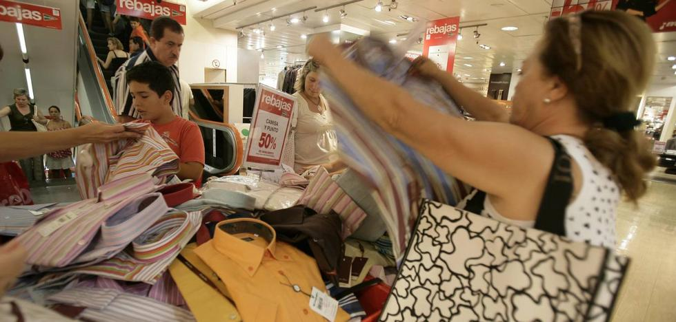 ¿Qué tiendas abren este miércoles, 15 de agosto, en Málaga?