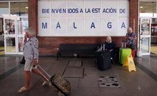 La estación de autobuses de Málaga bate récords de pasajeros y se queda pequeña