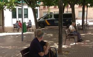 Tres jóvenes ocultos tras máscaras se burlaban de ancianos en Logroño para colgarlo en Youtube