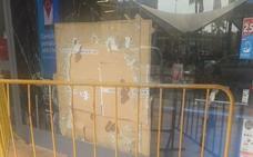 Investigan un robo de varios miles de euros en una tienda de electrónica del centro comercial El Ingenio