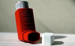 Denuncia a una farmacia de guardia que se negó a proporcionarle un ventolín durante una crisis asmática