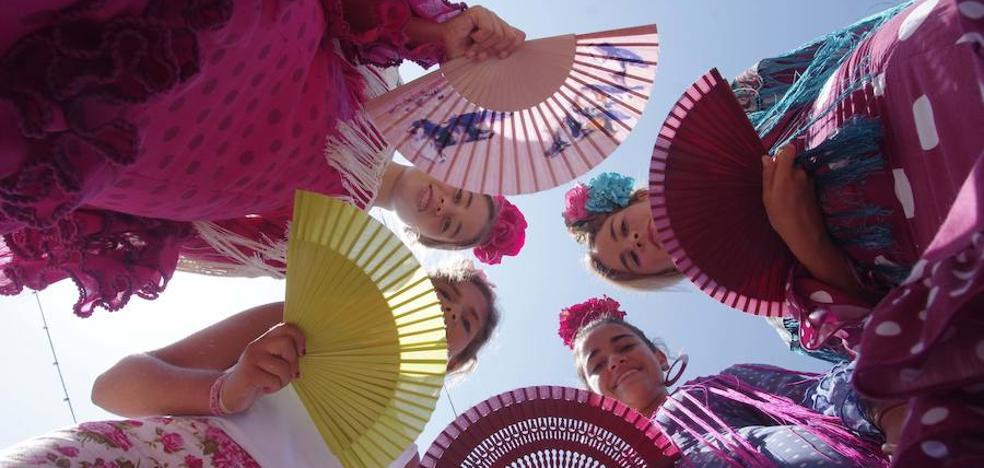 La moda flamenca se viste en el Real de la Feria