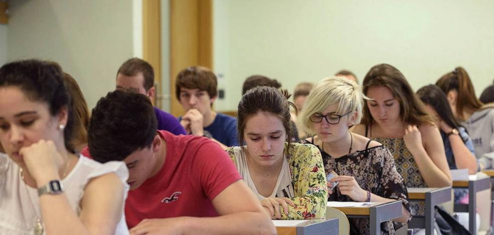 La ayuda media a becarios universitarios se ha reducido a niveles de hace una década