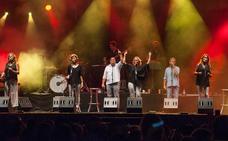 Siempre Así convierte su concierto en el Auditorio municipal en una fiesta de amigos