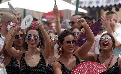 Ambiente festivo antes de la traca final de la Feria de Málaga 2018