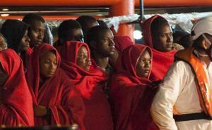 Llegan al puerto de Málaga 151 migrantes rescatados de tres pateras