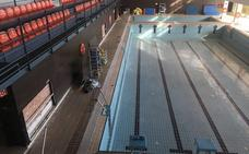 La reapertura de la piscina cubierta de Nerja sigue sin fecha tras cuatro meses cerrada