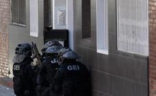 El ataque a una comisaría aviva el fantasma yihadista un año después del 17-A