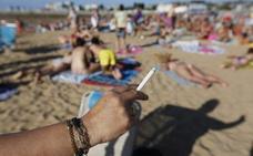 Torrox, pionero en la Costa del Sol en incluir espacios sin humo en playas