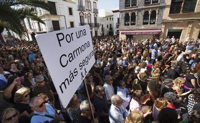 CARMONA SALE A LA CALLE PARA PEDIR MÁS SEGURIDAD