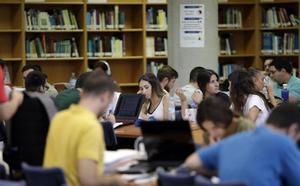 Los universitarios llenan las bibliotecas de la UMA en su apertura tras las vacaciones