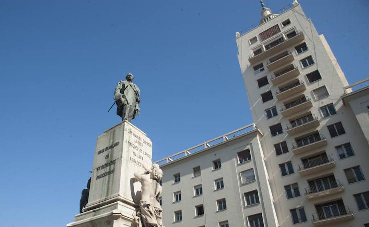 La estatua del Marqués de Larios será desmontada para su restauración