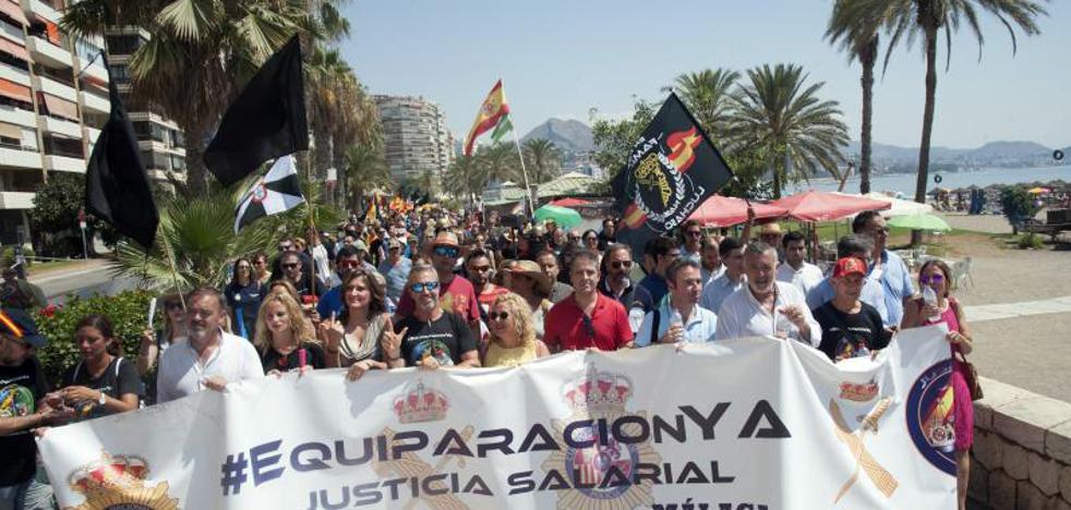 Policías y guardias civiles vuelven a echarse a la calle en Málaga por la equiparación salarial