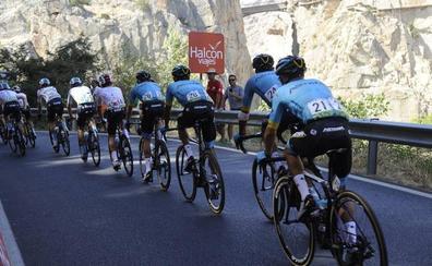 La Vuelta corona el Caminito del Rey en una jornada histórica para la provincia de Málaga
