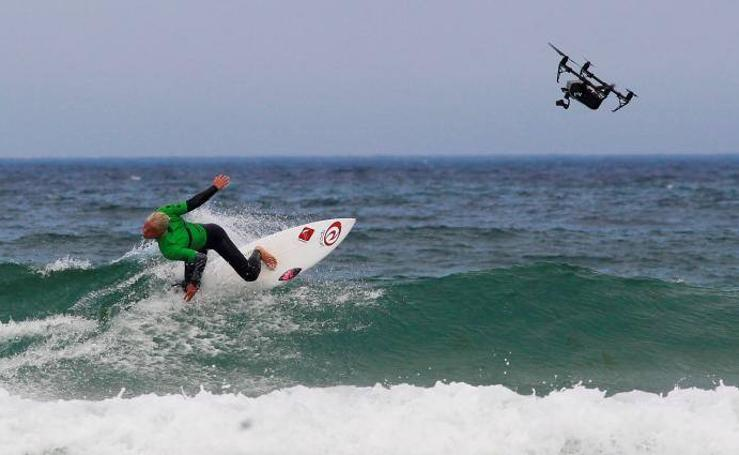 Refrescantes escenas de la Pantín Classic de Surf