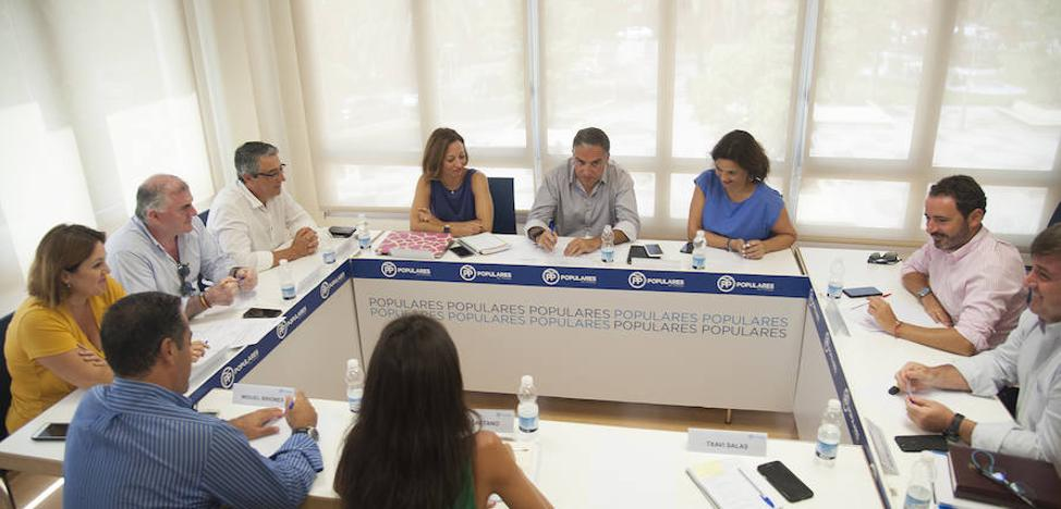 El PP de Málaga se pone el «traje de campaña»
