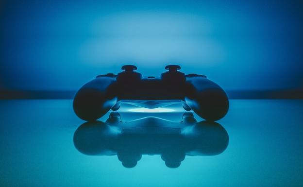 Un Dualshock, mando de PlayStation 4./SUR