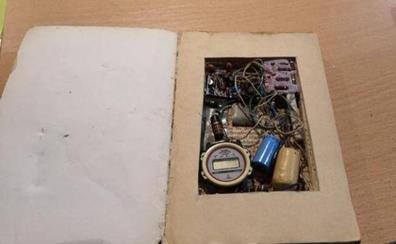 Los Tedax retiran de una librería de Badajoz un libro-bomba «simulado»