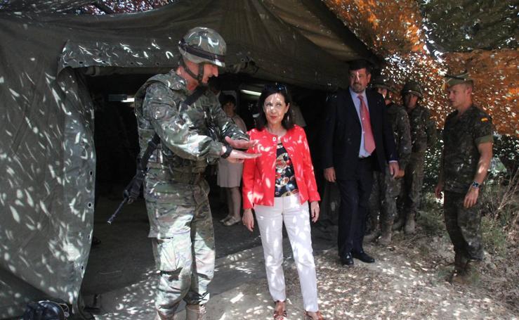 La ministra de Defensa visita a La Legión en Montejaque