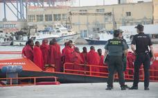 Trasladan a Málaga a otros 55 inmigrantes