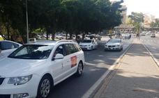 Unos 300 taxistas se manifiestan en Málaga para exigir normas más duras para las VTC