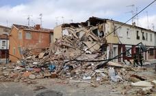Rescatan a una joven de entre los escombros de su vivienda tras una explosión de gas en Burgos