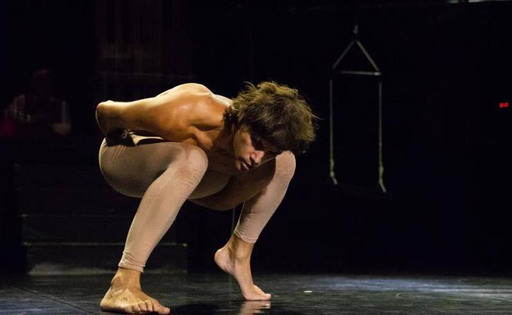 David Segura desnuda en La Cochera Cabaret 'Homo faber'
