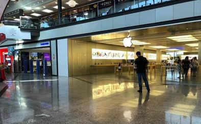 Roban de madrugada en las tiendas de Apple y Samsung en La Cañada