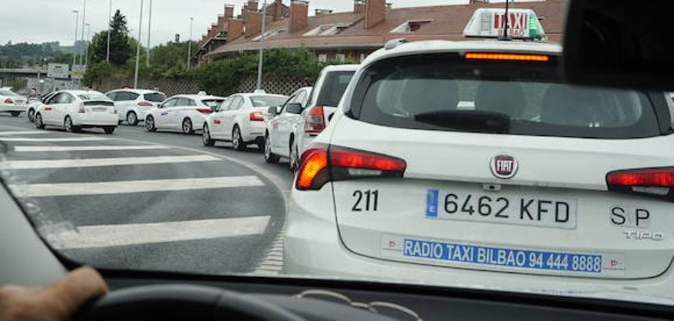 Las VTC defienden que los taxis puedan ofrecer también precios cerrados y descuentos