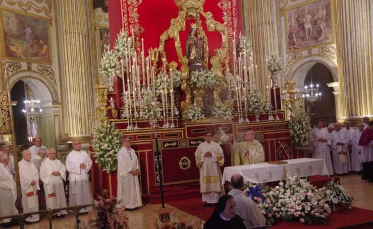 Misa y ofrenda floral en la Catedral a la Patrona de Málaga, la Virgen de la Victoria