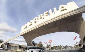 Tedax explosionan un paquete con material explosivo hallado en una urbanización de Marbella