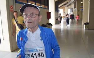 Giuseppe Otaviani, un salto de oro con 102 años