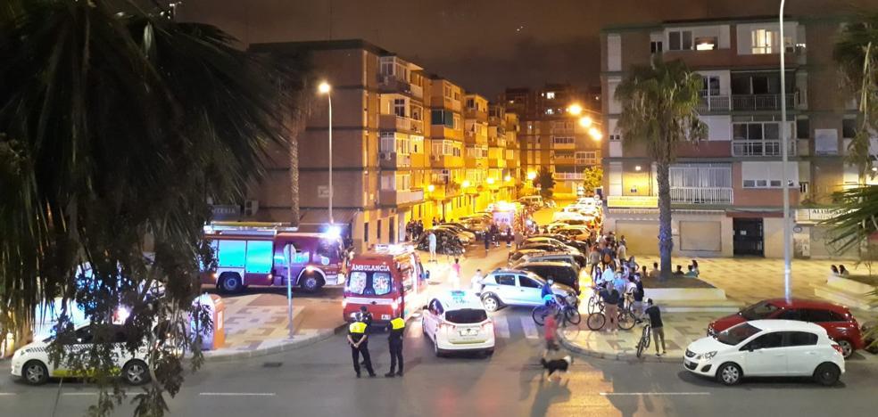 Se refugian en la azotea tras registrarse un incendio en la cocina de una casa en Málaga