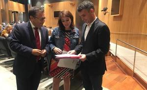 Bernal traslada al Grupo Socialista en el Congreso las necesidades de Marbella en materia de playas