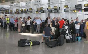 El aeropuerto de Málaga pierde un 2,5% de pasajeros en uno de los meses más intensos del año