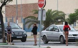 PSOE propone prohibir en Málaga la prostitución en la vía pública como paso previo para su abolición