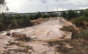 Las fuertes lluvias desbordan un arroyo de Archidona