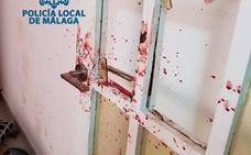 Estado del piso de Málaga donde la Policía Local entró para auxiliar a un hombre que se autolesionaba «brutalmente»