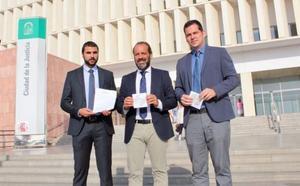 Ciudadanos entrega en la Fiscalía el escrito para que investigue las acusaciones de dos exjefes de Urbanismo